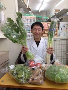 t02200293_0403053712835231795.jpg 大阪の薬局で勇気野菜を販売